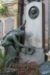 A RUSS család síremléke