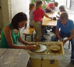 Kreatív kézműves kerámiatáborok indulnak a Pékházban