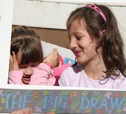 Alkotóműhelyt varázsolt a Nagy Rajzolás szombaton a Fő-térre