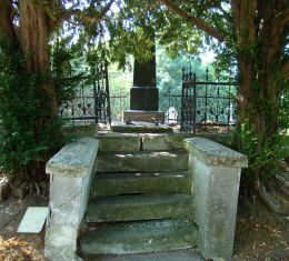 A Lunkányi család síremléke